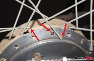 Motorcycle spoke cleaning in the rear and front wheel
