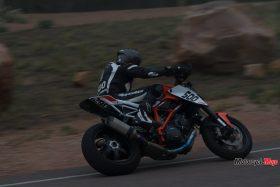 Riding a 2015 KTM Super Duke 1290R At Night
