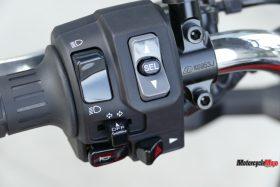 Throttle of The 2018 Kawasaki Z900RS SE